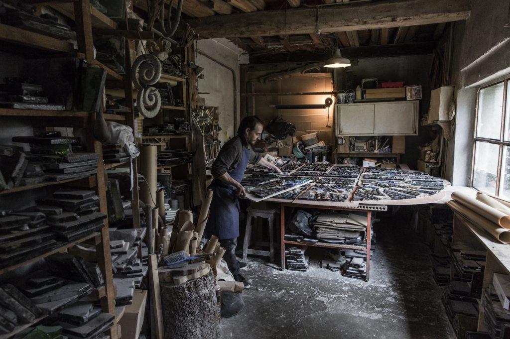 Atelier de vitraux en dalle de verre de l'artiste verrier Matthieu Gasc | Vitraux